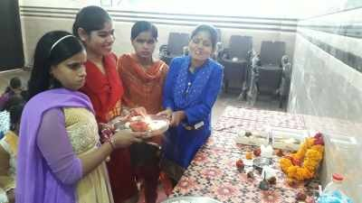 VISUALLY IMPAIRED GIRLS OFFERING TRADISHNAL DIWALI POOJA