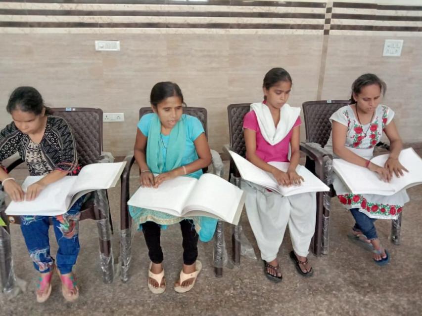 BLIND-GIRLS-READING-BRAILLE