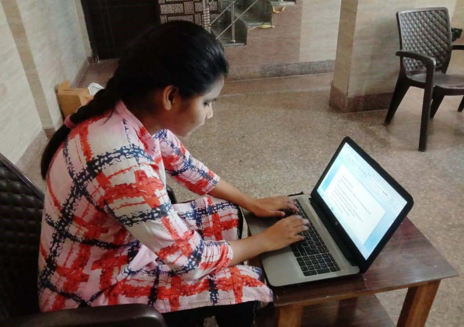 BLIND GIRL OPERATING LAPTOP WITH THE HELP OF SCREEN READING SOFTWARE