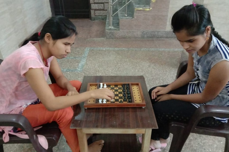 BLIND GIRLS PLAYING ACCESSIBLE CHESS